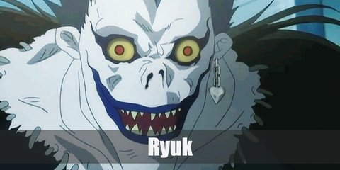 Ryuk's costume is an all-black ensemble complete with black feathers and white skin.