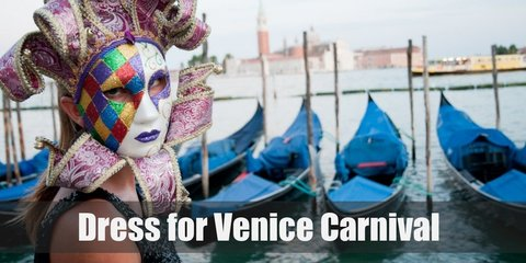 Masks and elaborate dressing: that is the mark of the prestigious Carnival of Venice. With opulent Victorian ballgowns, princely suits, and a ton of accessories
