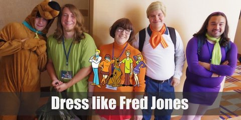 Fred Jones cosutme is composed of white and blue with striking spots of orange and yellow just to shake things up. His fashion has preppy elements to it with a dash of retro funk.