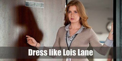 Lois Lane often wears a plain buttoned down shirt, a vest or a sweater, a formal skirt or pants, high heel boots, and a trench coat.