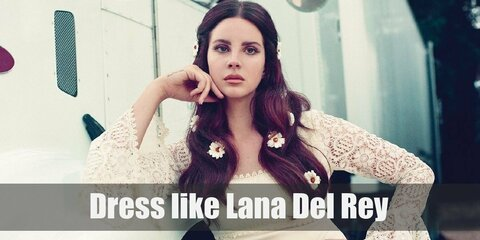 With her big hair of a beauty queen's style, Lana brought back the glamour of the-good-old-day Hollywood in her early album, Born to Die.