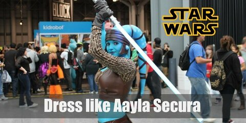 Aayla Secura is characterized by the outfit that follows her super-hot body. She is a curvy and athletic Jedi who prefer tight clothes. Some of her recognizable pieces are a single-sleeve crop top, tight pants, knee-high leather boots and belt with apron.