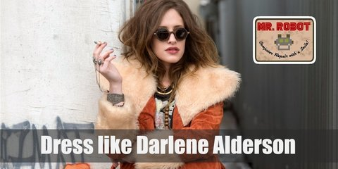 Some of Darlene Alderson most recognizable pieces of clothes are huge platform boots, loose long-sleeve shirt, loose-fitting sweaters of short jeans pants, oversized jackets etc.
